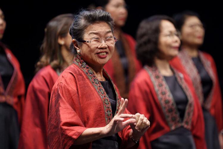 คุยกับวาทยากรวงประสานเสียงหญิงทับทิมสยาม ที่พากลุ่มนักร้องสูงวัยคว้าเหรียญทองครั้งแรกของไทย